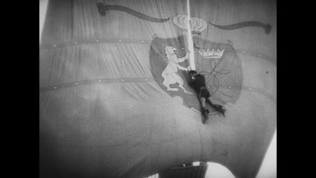 pirate (douglas fairbanks) pirate slices sails as he slides down to the deck - seeräuber stock-videos und b-roll-filmmaterial