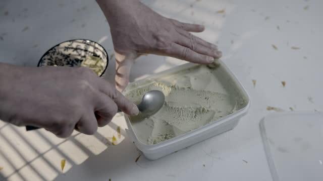 pistachio ice cream - ピスタチオナッツ点の映像素材/bロール