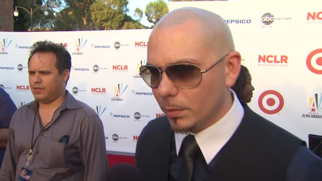pitbull sobre su nuevo album 'revolution', su gira y sobre la importacia de ser latino en estados unidos. at the 2009 alma awards at westwood, los... - westwood neighborhood los angeles stock videos & royalty-free footage
