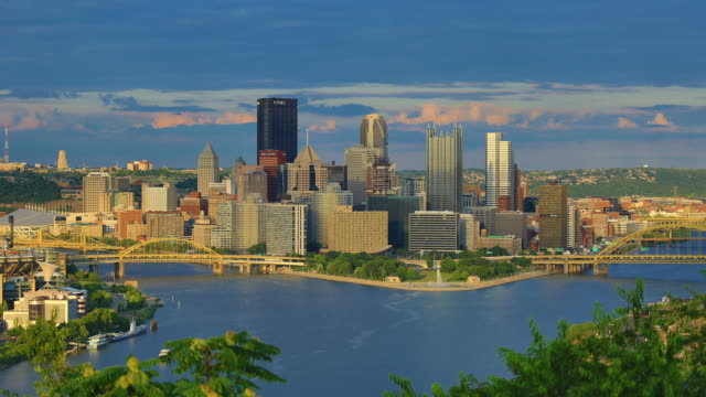 pittsburgh, pa time lapse dal giorno alla notte - pittsburgh video stock e b–roll