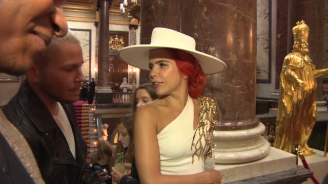 vidéos et rushes de pixie lott, lady victoria hervey, paloma faith, anna kendrick at julien macdonald london fashion week ss14 on september 14, 2013 in london, england - pixie lott