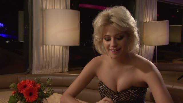vidéos et rushes de pixie lott on it being important she stays fresh sounding, being unexpected at pixie lott album launch party 'young foolish happy' at london england. - pixie lott