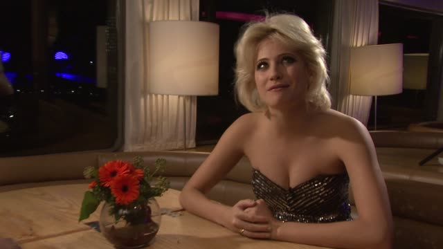 vidéos et rushes de pixie lott on not making a movie, not knowing much about it at pixie lott album launch party 'young foolish happy' at london england. - pixie lott