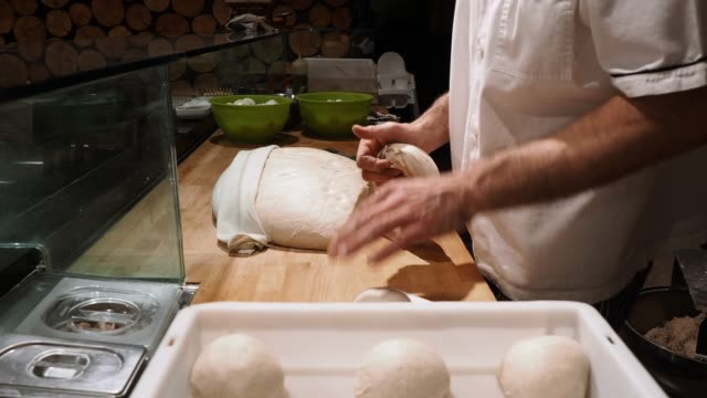 pizza chef preparing the pizza dough at the restaurant - pane a lievito naturale video stock e b–roll