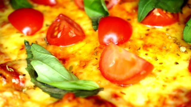Pizza dish macro - DOLLY SHOT