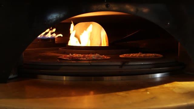 vidéos et rushes de pizzeria locale, the chipotle backed, fast casual pizza restaurant, is opening its second location in denver pizzeria locale, the chipotle backed,... - vêtements décontractés