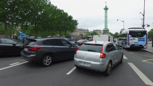 place de la bastille with traffic on may 11 2020 in paris france france has started a progressive relaxation of its foreclosure measures and... - bastille stock-videos und b-roll-filmmaterial