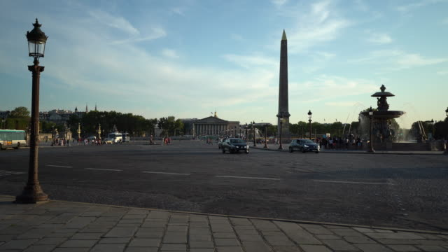 place de la concorde und palais bourbon in paris - rue royale stock-videos und b-roll-filmmaterial