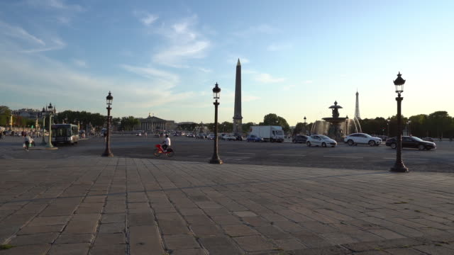 place de la concorde in paris - zeitlupe - rue royale stock-videos und b-roll-filmmaterial