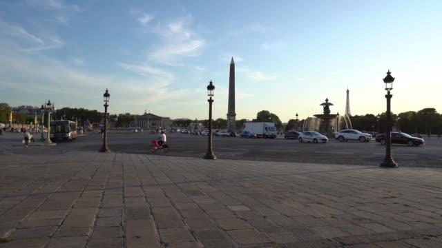 stockvideo's en b-roll-footage met place de la concorde in parijs-slow motion - rue royale
