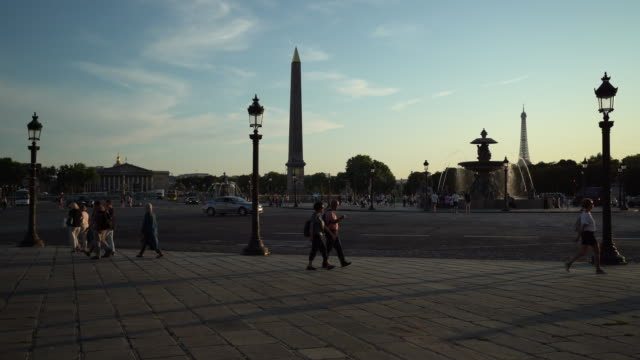 place de la concorde in paris - rue royale stock-videos und b-roll-filmmaterial