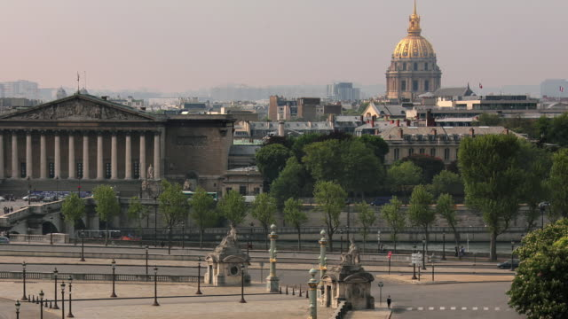 T/L ZO WS HA Place de la Concorde with Palais Bourbon and dome of Hotel Des Invalides in background / Paris, Ile de France, France