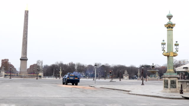 place de la concorde without people with armored wheeled vehicle of the gendarmerie - obelisk of luxor stock videos & royalty-free footage