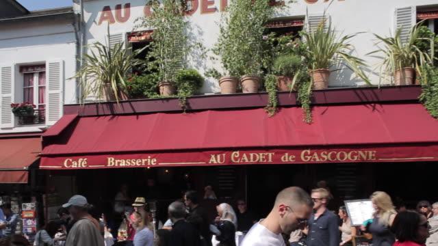 place du tertre, montmartre, paris, france, europe - ile de france stock videos and b-roll footage