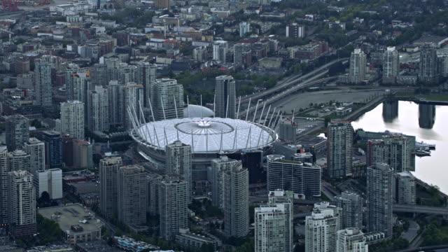 vídeos y material grabado en eventos de stock de aerial bc place stadium in vancouver, canada - perspectiva desde un helicóptero