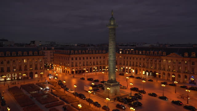 stockvideo's en b-roll-footage met place vendome at night - colonne vendome