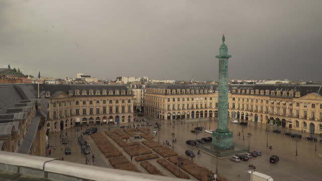 stockvideo's en b-roll-footage met place vendome pan - colonne vendome