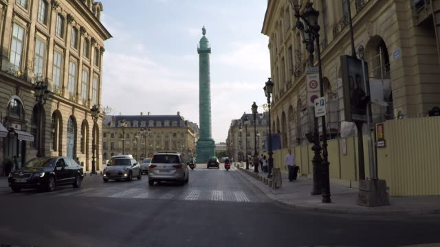 stockvideo's en b-roll-footage met place vendome. paris. driving pov. - colonne vendome