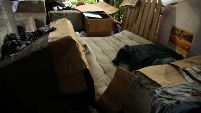 vidéos et rushes de  place where the homeless live with their personal property - messy bedroom