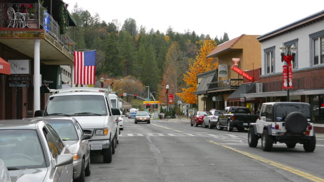 stockvideo's en b-roll-footage met placerville california main street with traffic downtown center with shops - cut video transition
