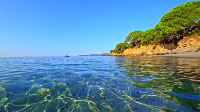 vidéos et rushes de plage de palombaggia, corse, france, au lever du soleil - paradisiaque