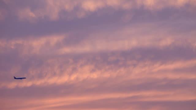 プレーンの夕暮れ - ロマンチックな空点の映像素材/bロール