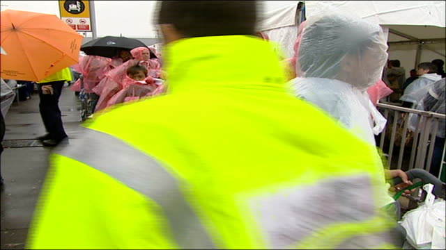 london airport chaos calls for army to help england london heathrow airport stranded passengers queuing wearing pink and white plastic rain coats... - flugpassagier stock-videos und b-roll-filmmaterial