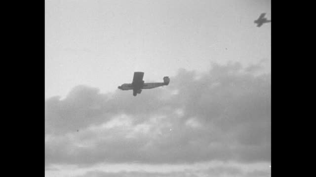 vídeos de stock e filmes b-roll de plane flown by amy johnson, the first woman to fly solo from england to australia, flying over airport / plane flown by johnson flying past control... - torre de controlo de tráfego aéreo