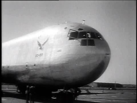 HA plane / LA front of plane / Huge wheels / plane taxis