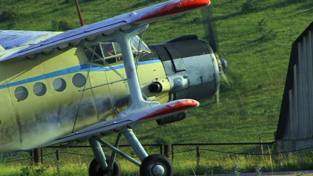 vidéos et rushes de avion va fly - industrie aérospatiale