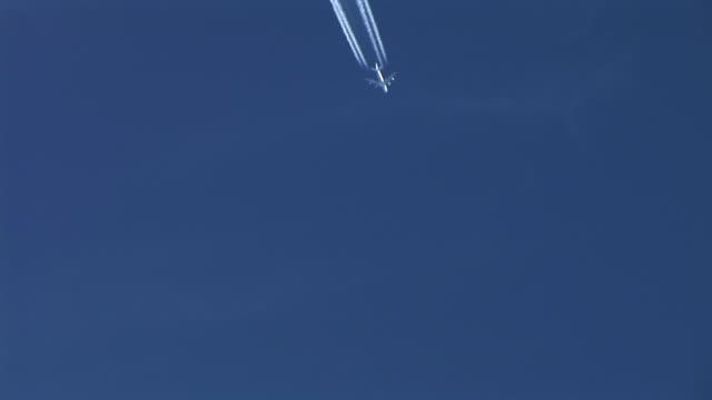 HD: Plane in the sky