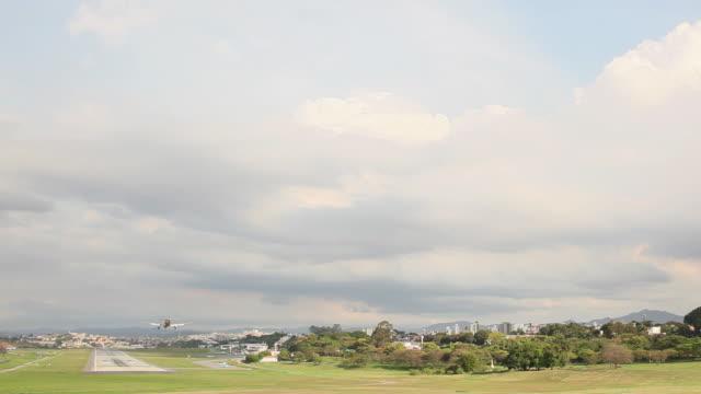 ws plane landing at afonso pena airport / belo horizonte, minas gerais, brazil - horizonte stock videos & royalty-free footage