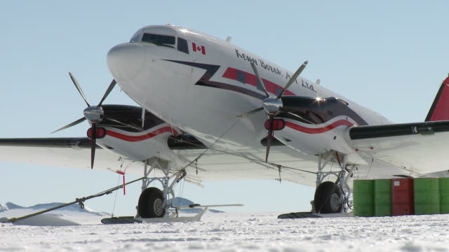 ms of plane parking in snowy landscape / union glacier, heritage range, ellsworth mountains, antarctica - south pole stock videos & royalty-free footage