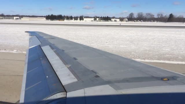 Plane pulling back from gate and taxiing