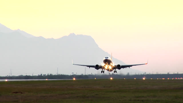 stockvideo's en b-roll-footage met plane takeoff - taking off