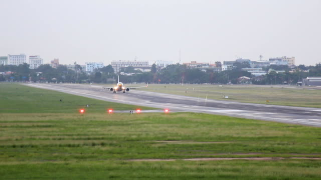 plane takeoff - moving activity stock videos & royalty-free footage