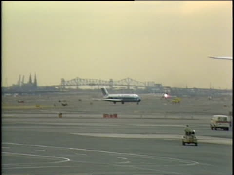 plane taking off from newark airport - 1986 stock videos & royalty-free footage