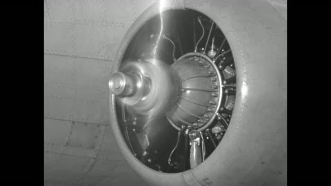 plane with new propellers moves on field / whirling propeller, which features a hub that holds the engines at a constant speed; vo noise from... - propeller bildbanksvideor och videomaterial från bakom kulisserna
