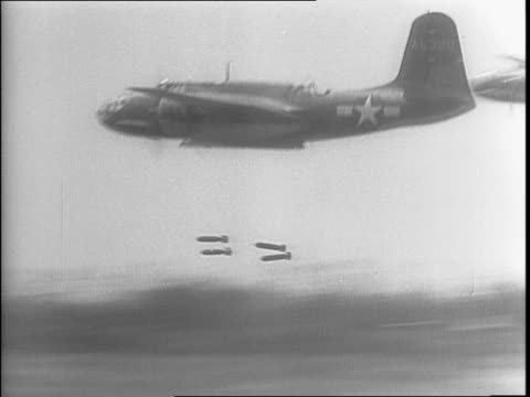 planes flying low and dropping multiple bombs / soldiers in a camp surrounded by trees are gathered around an officer who is teaching at an easel /... - 1943 stock-videos und b-roll-filmmaterial