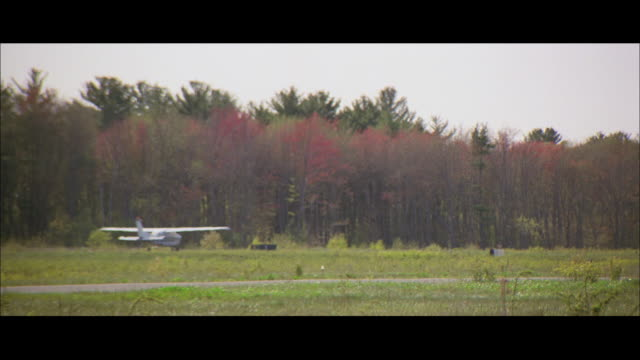 ws planes taxiing at airport - taxiway stock videos & royalty-free footage