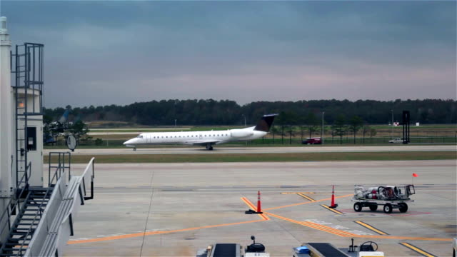 planes taxiing at an airport - towing stock videos and b-roll footage