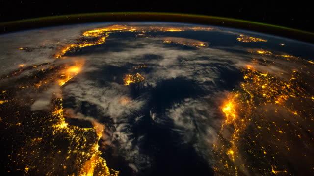 planet earth from space at night, point of view from the international space station (iss) - rymd och astronomi bildbanksvideor och videomaterial från bakom kulisserna