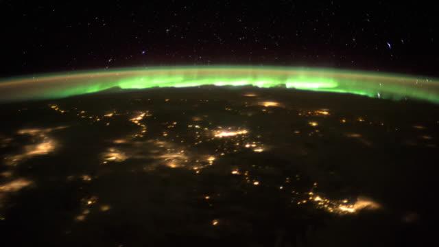 vídeos de stock, filmes e b-roll de planeta terra vista do espaço. vídeo real. sem cgi. tiradas da estação espacial internacional - camada de ozônio