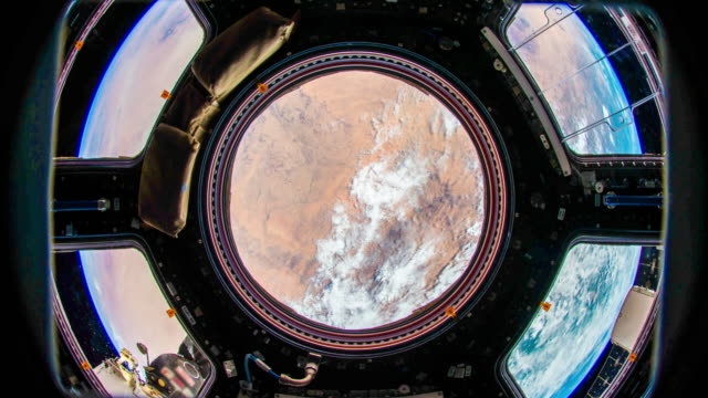 vídeos de stock e filmes b-roll de planet earth seen from space. real video. no cgi. taken from international space station - taking off