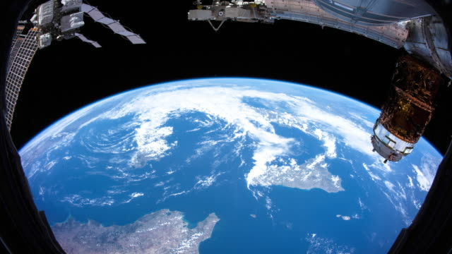 vídeos de stock e filmes b-roll de planet earth seen from space. real video. no cgi. taken from international space station - nave espacial