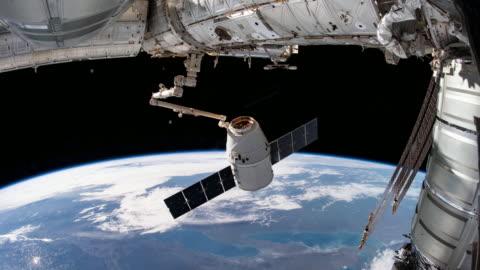 planeten jorden sett från rymden. riktig video. ingen cgi. tagen från international space station - rymd och astronomi bildbanksvideor och videomaterial från bakom kulisserna
