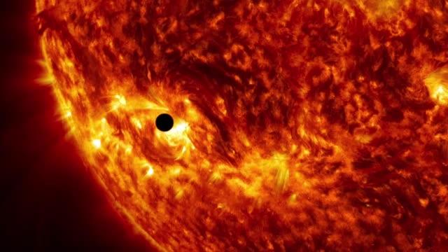 惑星が主星を通過します。 - 原子力点の映像素材/bロール