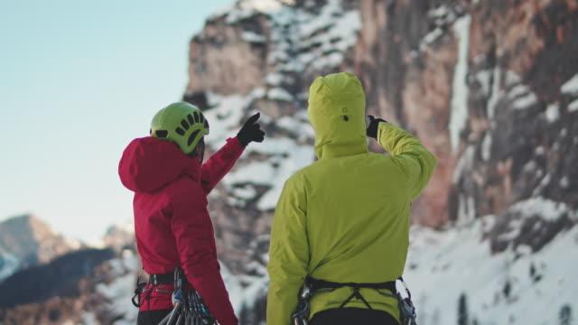 stockvideo's en b-roll-footage met planning voor ijsklimmen - preparation