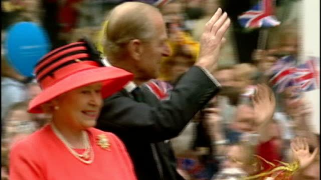 plans announced for queen's diamond jubilee celebrations; lib queen elizabeth ii and prince philip, duke of edinburgh waving to crowd from open-top... - giubileo di diamante video stock e b–roll
