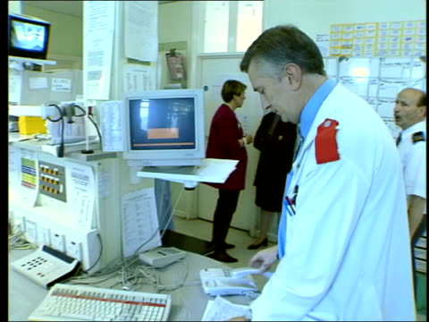 Plans for failing hospitals revealed LIB EX Doctor working at ward station